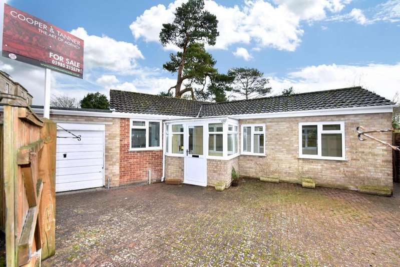 2 Bedrooms Detached Bungalow for sale in Manor Gardens, Warminster