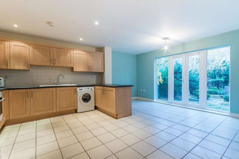 3 Bedrooms Town House for sale in Edgar Wallace Close, Camberwell, London, SE15 6HJ