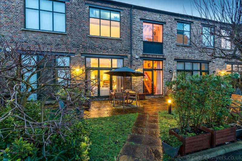 3 Bedrooms Terraced House for sale in Farriers Mews, Nunhead
