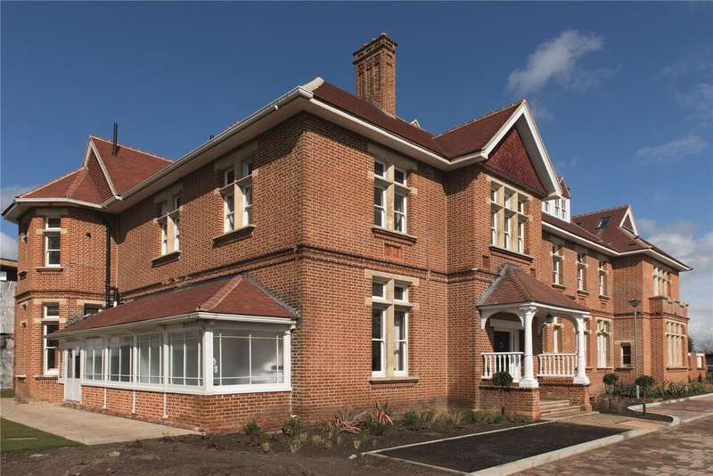 2 Bedrooms Flat for sale in The Grange, 4 Wildcary Lane, Romford, Essex, RM3