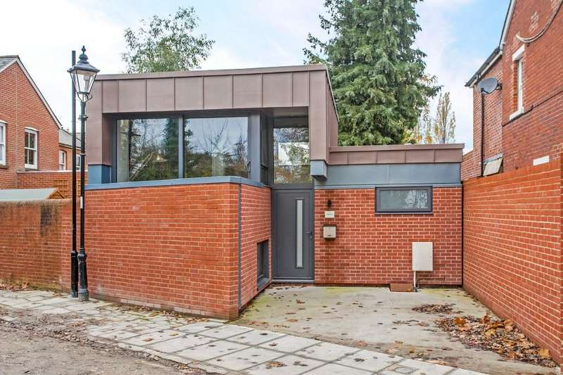 2 Bedrooms Detached House for sale in Birinus Road, Winchester, SO23