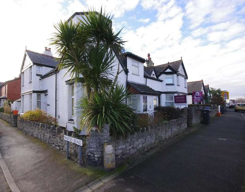 5 Bedrooms Semi Detached House for sale in Marine Road, Prestatyn