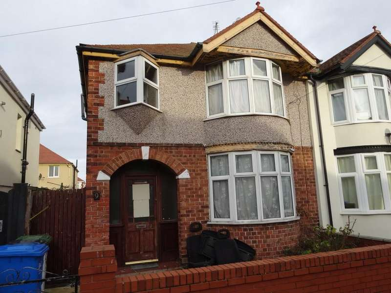 3 Bedrooms Semi Detached House for sale in Barry Road North, Rhyl