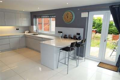3 Bedrooms Detached House for rent in Rise Park Road, Nottingham, NG5 5BP