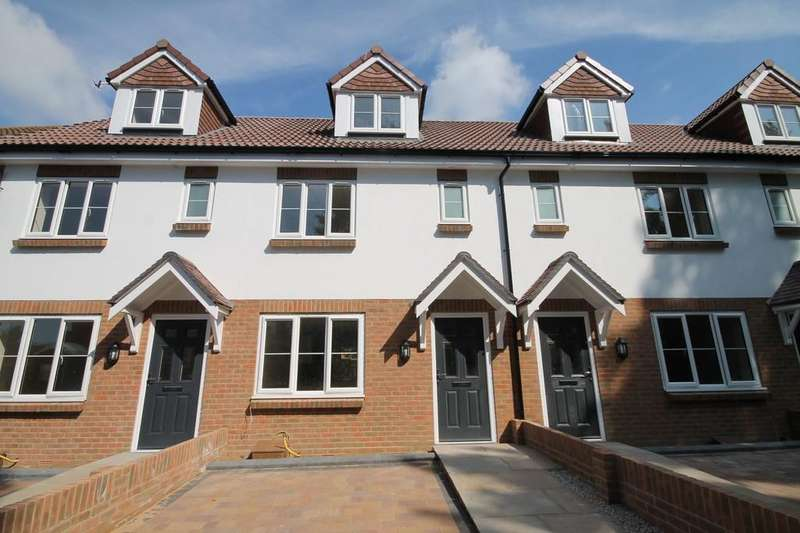 3 Bedrooms Terraced House for sale in Mulberry Gardens, Goring-by-sea, Worthing BN12 4NU