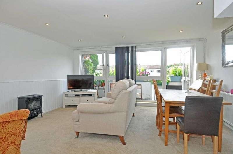 3 Bedrooms Flat for sale in Hornbeam Close, Buckhurst Hill
