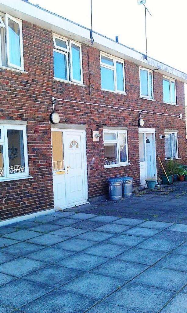 3 Bedrooms Flat for sale in High Road, Loughton