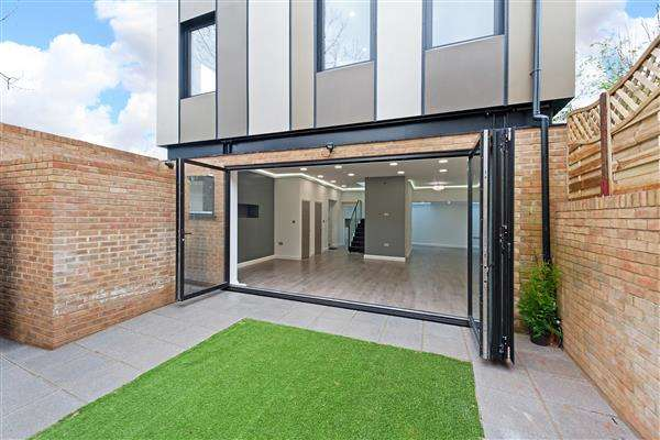 3 Bedrooms Detached House for sale in Upper Brockley Road, Brockley