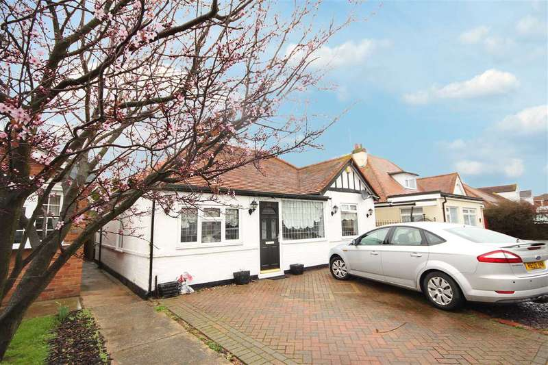 2 Bedrooms Bungalow for sale in Salisbury Road, Holland-On-Sea