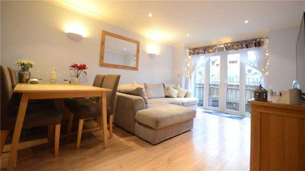 2 Bedrooms Apartment Flat for sale in Sandford Court, Reading Road, Winnersh