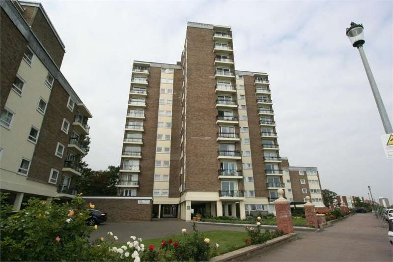 2 Bedrooms Flat for sale in The Esplanade, FRINTON-ON-SEA, Essex