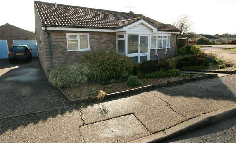 2 Bedrooms Detached Bungalow for sale in Brian Bishop Close, WALTON ON THE NAZE, Essex