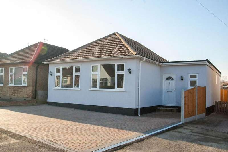 4 Bedrooms Detached Bungalow for sale in The Grove, Brentwood, Essex, CM14