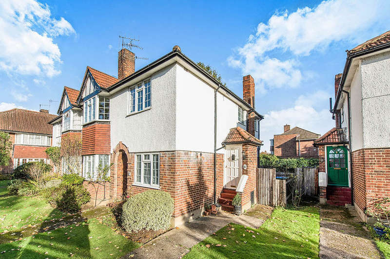 2 Bedrooms Flat for sale in Ditton Lawn Portsmouth Road, Thames Ditton, KT7