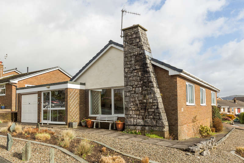 3 Bedrooms Detached Bungalow for sale in 104 Stainbank Road, Kendal, Cumbria, LA9 5BE