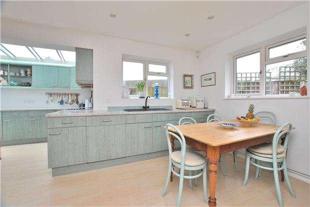 2 Bedrooms Detached Bungalow for sale in Farm Lane, Shurdington, CHELTENHAM, Gloucestershire, GL51 4XN