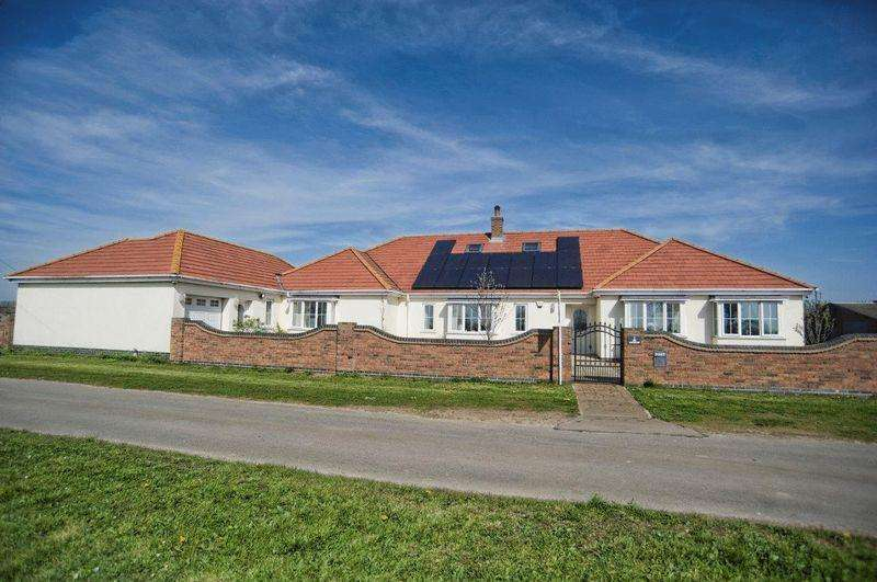 5 Bedrooms Detached Bungalow for sale in Leys Lane, Winterton