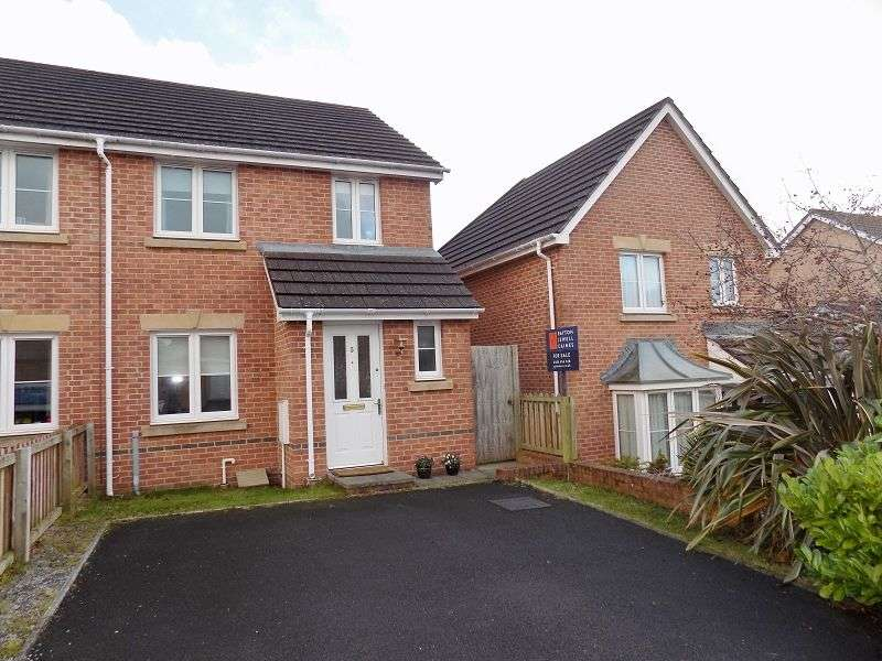 3 Bedrooms Semi Detached House for sale in Chestnut Bush , Broadlands, Bridgend. CF31 5FG