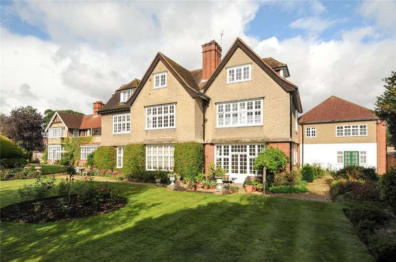 3 Bedrooms Flat for sale in Eastcote Place, Pinner, Middlesex, HA5