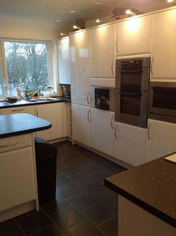 2 Bedrooms Apartment Flat for sale in Thornham Old Road, Oldham