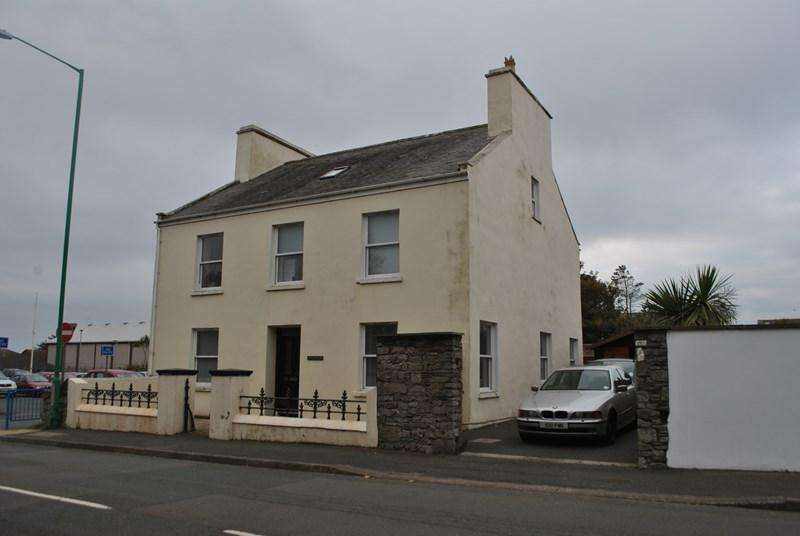 5 Bedrooms Detached House for sale in Arbory Road, Castletown, IM9 1HA