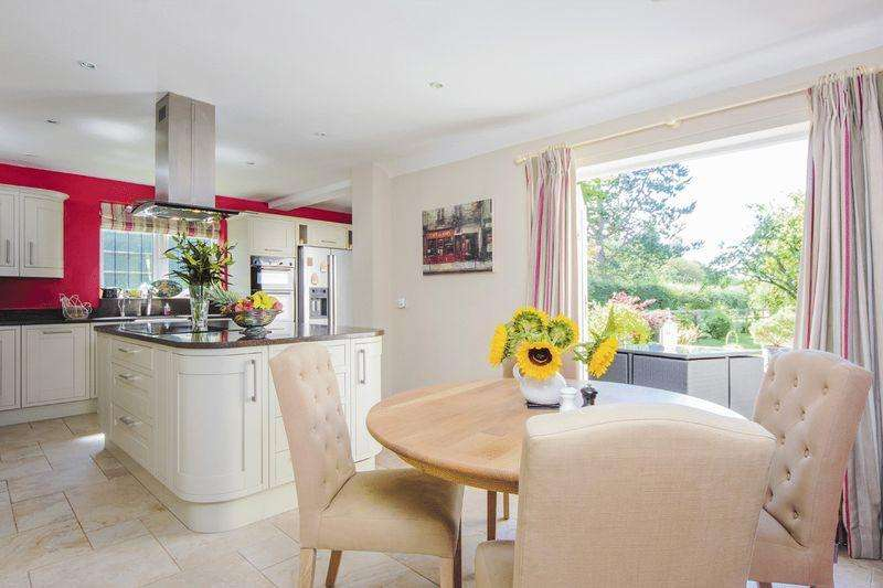 4 Bedrooms Detached House for sale in Ullenhall, Warwickshire