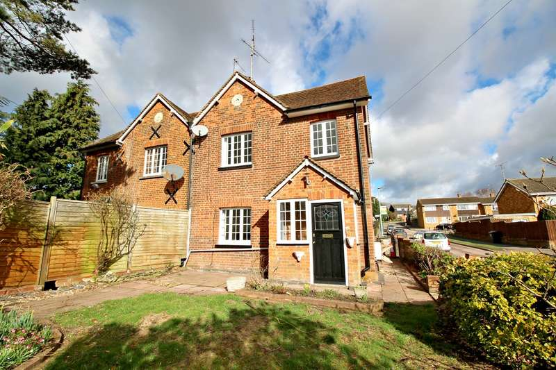 3 Bedrooms Semi Detached House for sale in High Street, Kimpton, Hitchin, SG4
