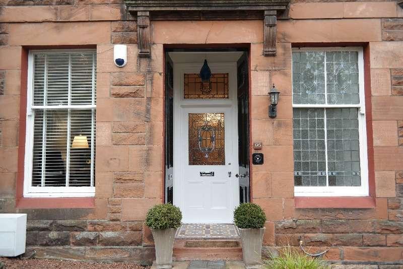 3 Bedrooms Flat for rent in Millbrae Road, Langside, Glasgow