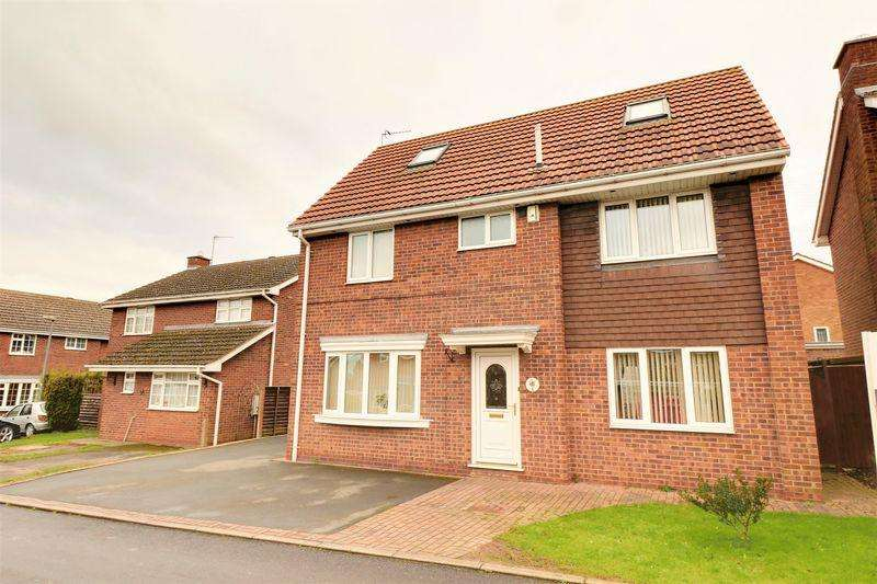 5 Bedrooms Detached House for sale in Prince Charles Drive, Barton-Upon-Humber