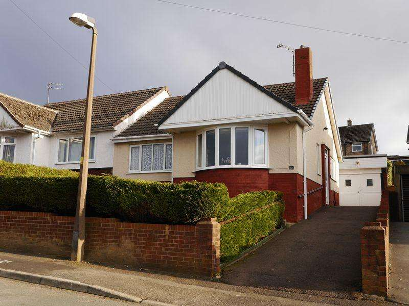 2 Bedrooms Semi Detached Bungalow for sale in Rutland Avenue, Blackburn
