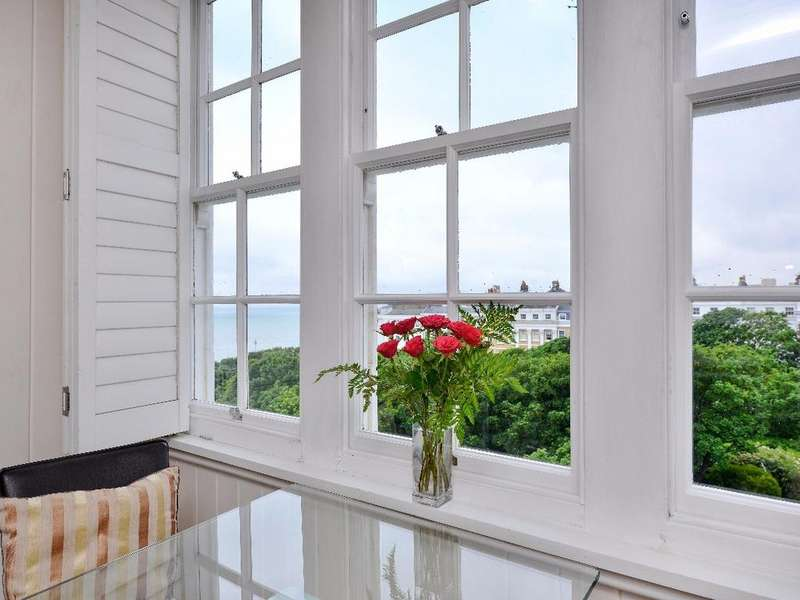 2 Bedrooms Flat for sale in Sussex Square Brighton East Sussex BN2