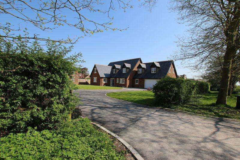 5 Bedrooms Detached House for sale in Greenways, Tarleton