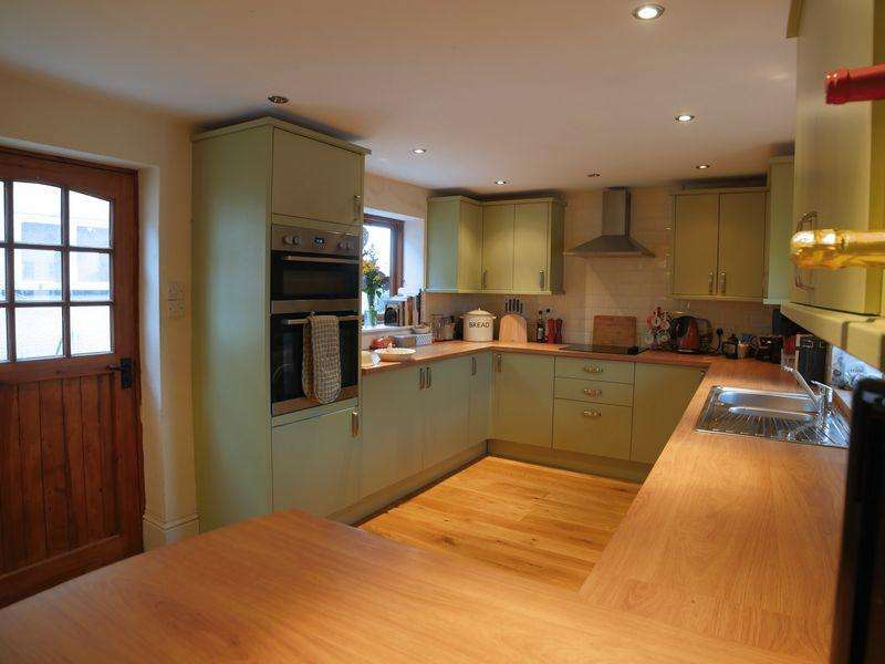 2 Bedrooms Detached House for sale in Oakfield Road, Hatherleigh