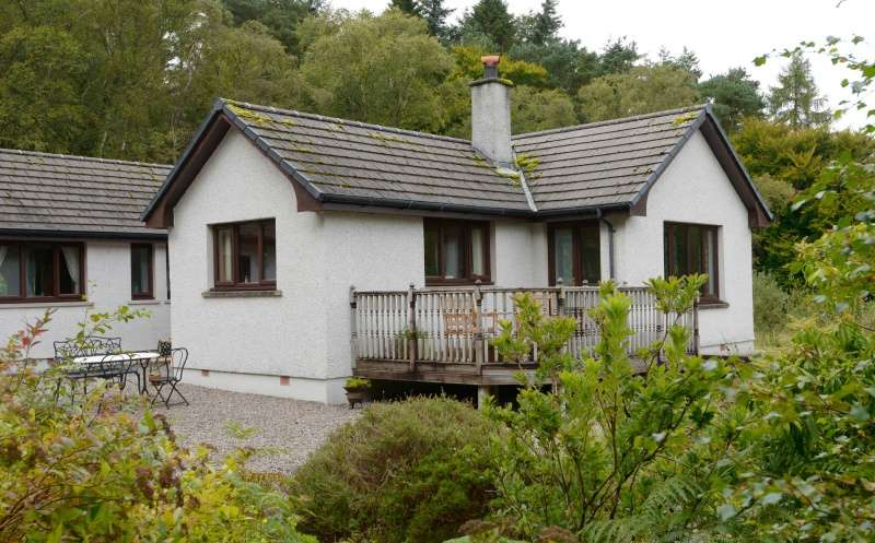 3 Bedrooms Bungalow for sale in , Ballachulish, Highland, PH49 4JX