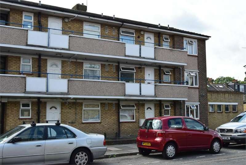 2 Bedrooms Flat for sale in Pears Road, Hounslow, Middlesex