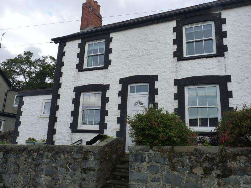 2 Bedrooms Semi Detached House for sale in Water Street, Penmaenmawr