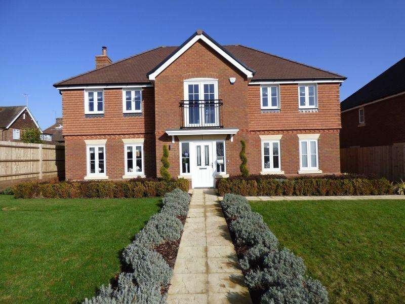 4 Bedrooms Detached House for sale in Horsefield Green, Cuckfield, West Sussex