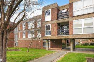 3 Bedrooms Flat for sale in Hornbeam House, Manor Road, Sidcup, .