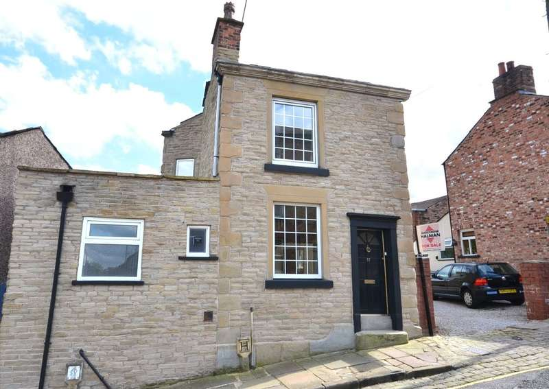 2 Bedrooms Terraced House for sale in Chapel Street, Macclesfield