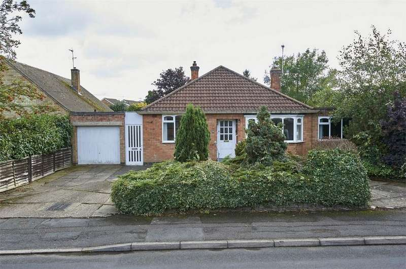 4 Bedrooms Detached Bungalow for sale in Cromwell Crescent, Market Harborough, Leicestershire