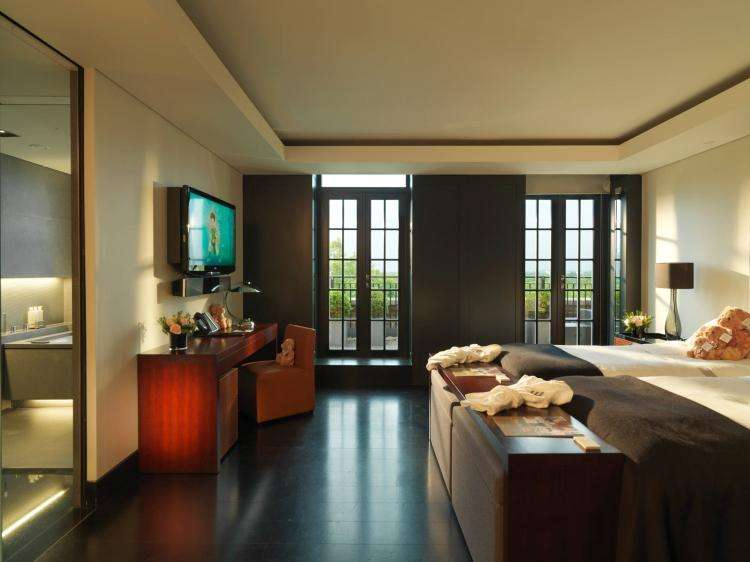 4 Bedrooms Flat for rent in Park Lane London W1K