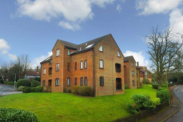 2 Bedrooms Apartment Flat for sale in Hollybush Lane, Harpenden, AL5