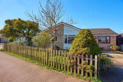 3 Bedrooms Bungalow for sale in Tacolneston, Norwich, Norfolk