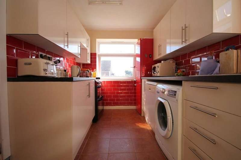 2 Bedrooms Flat for sale in Ophir Road, Worthing BN11 2SS