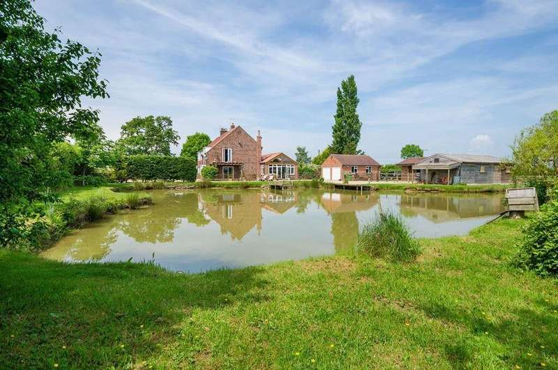 4 Bedrooms Semi Detached House for sale in High Moor Lane, Shipton By Beningbro