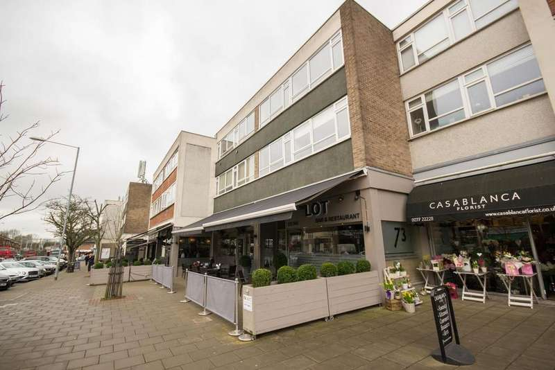 2 Bedrooms Apartment Flat for sale in Hutton Road, Shenfield, Essex, CM15