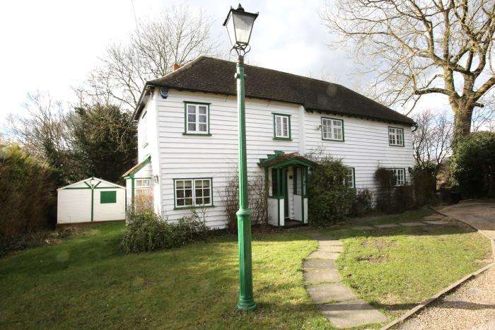 5 Bedrooms Unique Property for sale in EPPING ROAD, ONGAR CM5