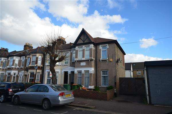 2 Bedrooms Apartment Flat for sale in Meanley Road , E12