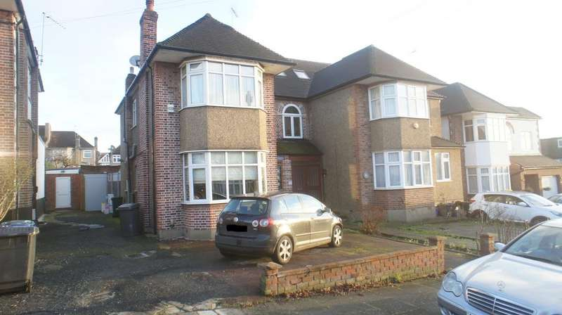 3 Bedrooms Semi Detached House for sale in Shamrock Way, Southgate, London N14