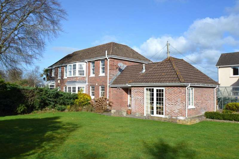5 Bedrooms Detached House for sale in Burlington Grove, Barnstaple